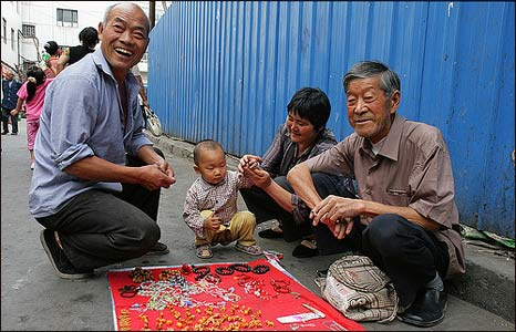Family in Urumqi, China (Photo: Pawel Boguslawski)