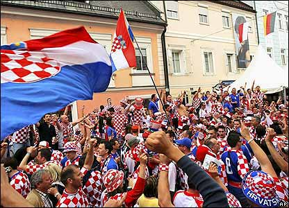 Thousands of Croatian fans travel to Klagenfurt