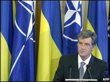 Ukrainian President Viktor Yushchenko  in front of Nato and Ukrainian flags