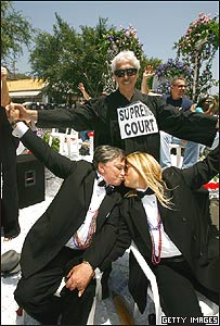 Celebraci�n de la reciente legalizaci�n de los matrimonios del mimo sexo, West Hollywood, California, Getty Images