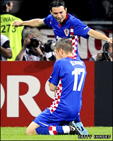 Ivan Klasnic (kneeling) celebrates his winner with Danijel Pranjic