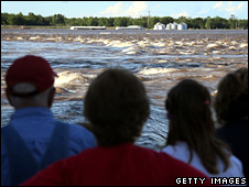Oakville residents watch the Iowa River swamp their homes (16 June 2008)