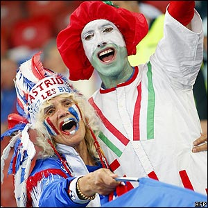 France and Italy fans wait for kick-off in Zurich