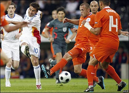 Mutu cracks in a shot