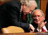 Senadores Joe Lieberman y Carl Levin en audiencia del Senado sobre técnicas de interrogatorio.