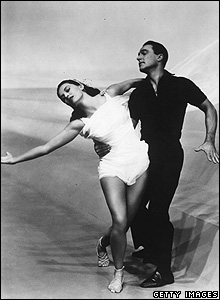 Gene Kelly dancing with Cyd Charisse in the musical Singin' In The Rain