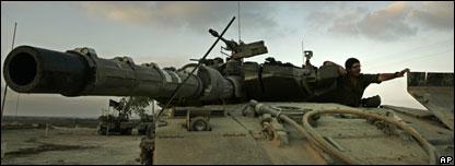 Soldado en un tanque israelí cerca de Gaza