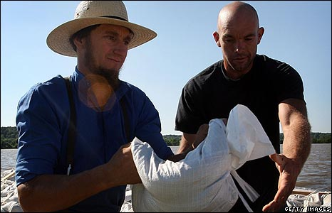 Volunteer Amish help to sandbag levees along the Mississippi River