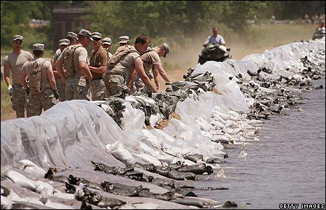 Soldiers from the 168th Infantry Battalion of the Iowa National Guard help sandbag the levee near Kingston, Iowa