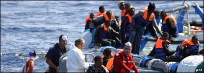 Inmigrantes ilegales en aguas europeas