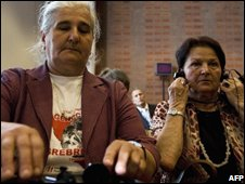 Members of the Mothers of Srebrenica in court at The Hague, 18/06/08