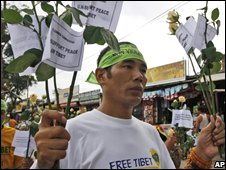 Tibetan exiles hold white roses with a message supporting peace in Tibet in Katmandu, Nepal, on 13 June.