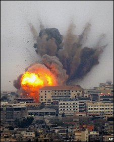 Israeli air strike on Beirut suburb (4 Aug 2006)