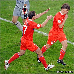 Arshavin celebrates his goal for Russia