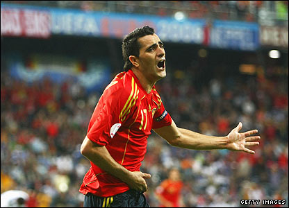 Daniel Guiza celebrates scoring the winner for Spain