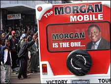 Opposition supporters cheer MDC leader Morgan Tsvangirai