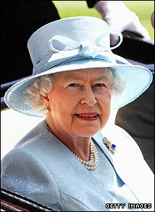 The Queen arrives at the course