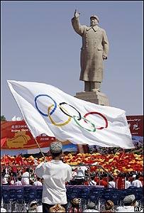 Relevo de llama olímpica en Kashgar, China, AP