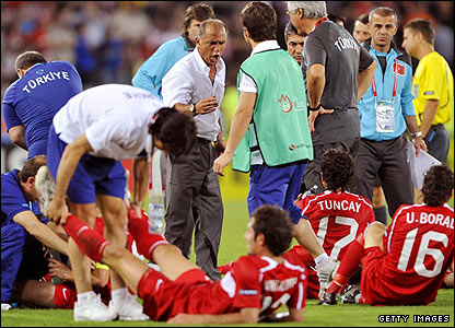 Turkish players receive massages ahead of extra-time