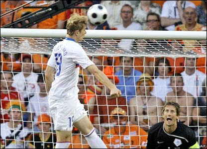Roman Pavlyuchenko heads over