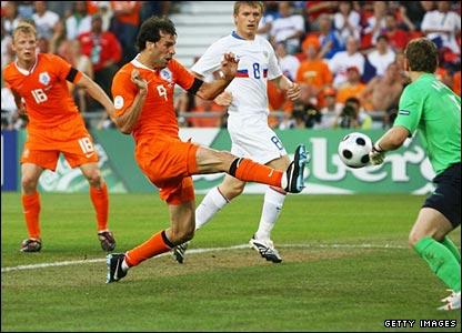 Ruud van Nistelrooy misses