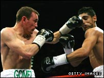 Michael Gomez hits Amir Khan with a left hook