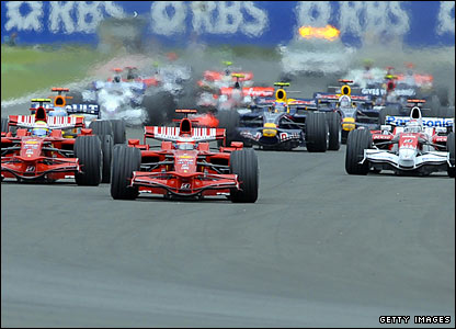 The race starts with Raikkonen on pole