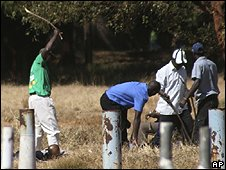 Zanu-PF supporters beat rivals from the opposition MDC outside a planned MDC rally in Harare, 22/06/08