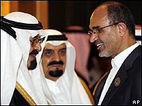 El rey de Arabia Saudita, Abdulá bin Abdelaziz (izq) con el ministro del Petróleo iraní, Gholam Hossein Nozari