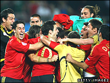 Spain celebrate after Cesc Fabregas scores the winning penalty