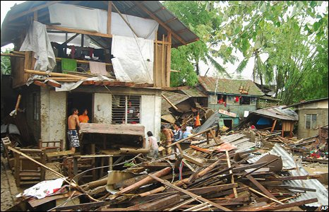 Residents salvage their belongings after typhoon Fengshan in Iloilo city, central Philippines, June 22 2008.