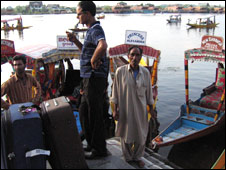 Tourists haggle with boat-owners in Srinagar (Pic: Geeta Pandey)