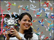 Ana Ivanovic shows off her French Open trophy in Belgrade