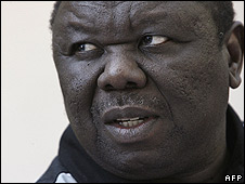 Morgan Tsvangirai speaking to reporters on 22 June