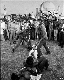 Pulitzer Prize winning picture of unrest in Dhaka in 1971