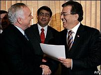 Nicanor Duarte (dcha) y el presidente del Parlamento, Miguel Saguier