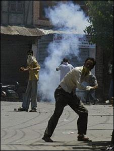 Protests in Kashmir against transfer of land for a pilgrimage