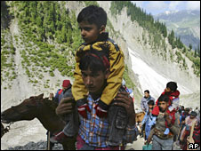 Pilgrims on the way to Amarnath