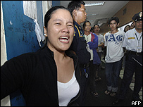 Familiares de víctimas de naufragio de ferry.