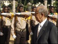 الرئيس الموريناني يستعرض تشكيلة حرس