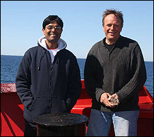 Mukesh Gupta (left) and Klaus Hochheim with the laser wave slope system (Liz Kalaugher/IOP)