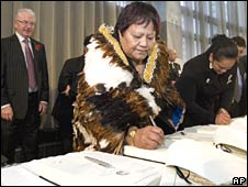 Treaty Negotiations Minister Michael Cullen looks on as Miriata Te Hiko and other Ngati Raukawa tribal representatives sign the Central North Island Deed in the Wellington parliament on Wednesday