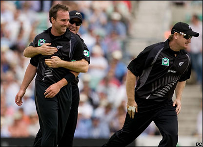 Mark Gillespie (left) celebrates after dismissing Kevin Pietersen without scoring