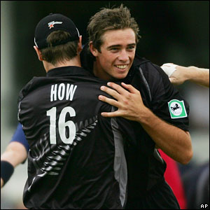 Tim Southee (right) is congratulated after having Ian Bell caught behind