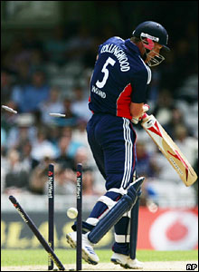 Paul Collingwood is bowled by Tim Southee