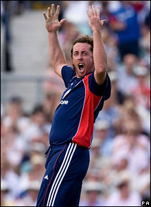 Ryan Sidebottom celebrates after having Ross Taylor caught by Stuart Broad at mid-on