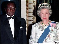 Robert Mugabe and the Queen in 1994