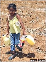 Niña en un campo devastado por la sequí en Los Chiles, Costa Rica (mayo 2008)