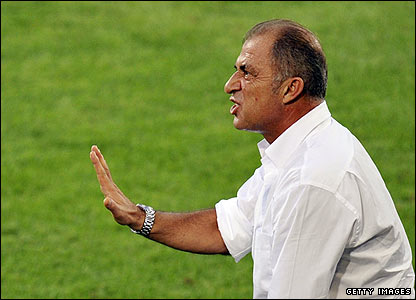 Fatih Terim calms his team down