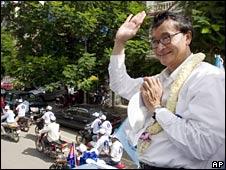 Opposition leader Sam Rainsy campaigning in Phnom Penh